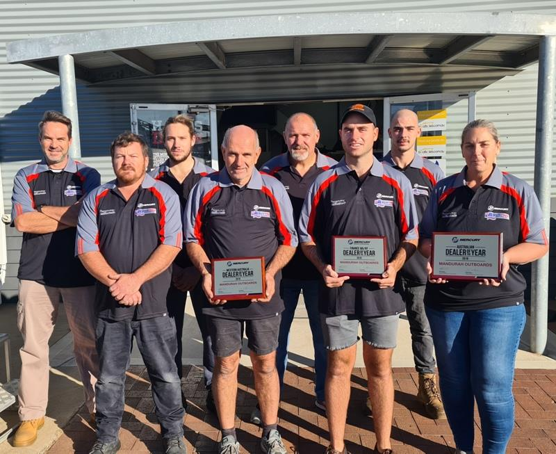 Mandurah Outboards - Worthy winners - Front row (L-R) - Wayne Earl, Peter Jackman, James Jackman, and Karen Jackman... Back row (L-R) - Steven Lambourn, Connor Graham, Zane Cathro and Tom Jackman. - photo © Mercury Marine